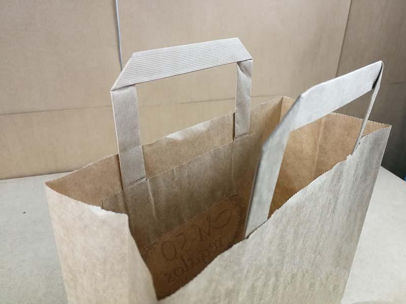 514170768 Nuestros modelos de bolsa de papel de asa plana, tanto interior como  exterior, son los envases más baratos que vas a encontrar en el mercado.